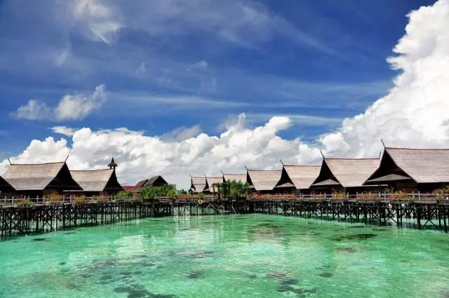 巴厘岛特点:巴厘岛比较大,相当于国内一个省的大小,开发的也很成熟