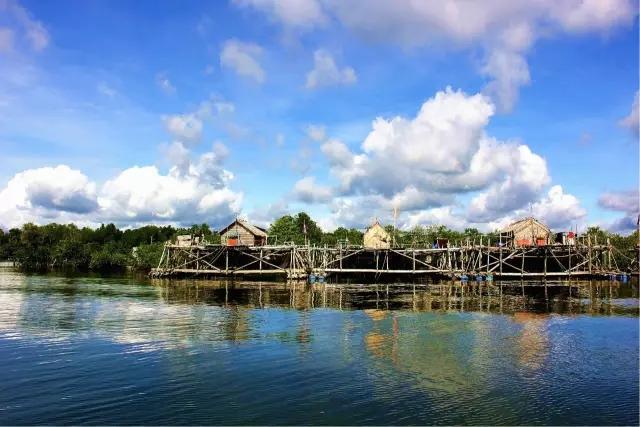 民丹岛特点:民丹岛被称为新加坡的后花园.
